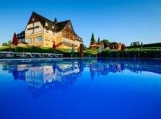 Panorama Berghotel Wettiner Höhe - Hotel-Außenansicht