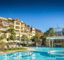 Pool mit Außenansicht, Quelle: (c) DolceVita Hotel Preidlhof