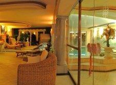 Relaxraum und Pool