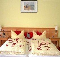 romantisch dekoriertes Doppelzimmer, Quelle: