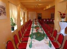 Saal für Gruppenreisen & Feiern