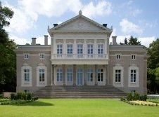 Schloss Manowce - Hotel-Außenansicht