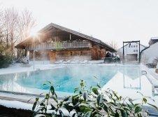 Schwimmbad im Winter