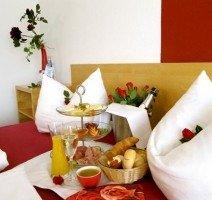 Sektfrühstück im Bett, Quelle: (c) AKZENT Hotel Restaurant Höhenblick