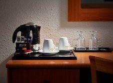 Tee- und Kaffee-Set mit Wasserkocher