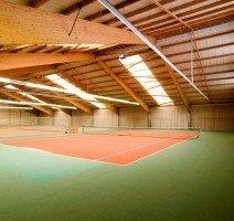 Tennis- & Squashplätze (kostenfrei für Hotelgäste), Quelle: (c) IDINGSHOF Hotel & Restaurant