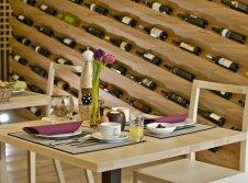 Tisch zum Weinurlaub