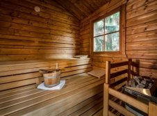 Wellnessgarten mit Pools und Sauna