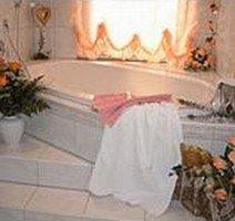 Whirlpool-Wanne für Zwei in der Panoroma Traum-Suite, Quelle: