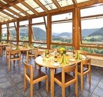 Wintergarten mit Ausblick, Quelle: (c) AKZENT Hotel Restaurant Höhenblick