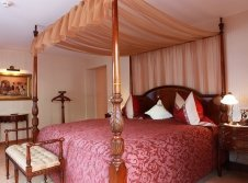 Burgsuite Schlafzimmer 1