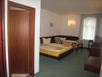 3-Bettzimmer, Quelle: (c)  Hotel - Restaurant Schöne Aussicht
