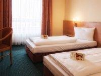 Behindertengerechtes Doppelzimmer, Quelle: (c) Center Hotel Drive Inn Hirschaid
