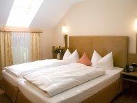 Doppelzimmer Berg-/Straßenseite, Quelle: (c) Seehotel Restaurant Grauer Bär