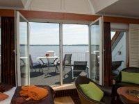 Doppelzimmer Exklusiv mit Terrasse zur Seeseite, Quelle: (c) Privathotels Dr. Lohbeck Seehotel Fährhaus