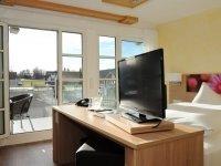 Doppelzimmer m. Badewanne + Balkon, Quelle: (c) Biosphären Hotel Post
