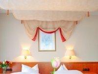 Doppelzimmer mit Baldachinbett, Quelle: (c) Akzent Hotel Zur grünen Eiche