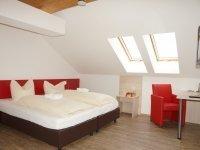 Doppelzimmer mit Gemeinschaftsbad, Quelle: (c) Seehotel & Apartments Schnöller