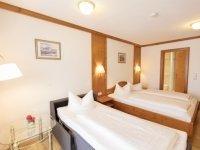 Doppelzimmer mit Zustellbett, Quelle: (c) AKZENT Hotel Alpenrose