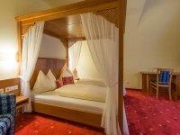 Doppelzimmer Rossbrand Typ B Himmelbett, Quelle: (c) Hotel Post Walter