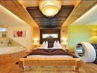 Doppelzimmer Zirbentraum de luxe mit Whirlpool, Quelle: (c) Hotel Winzer Wellness & Kuscheln