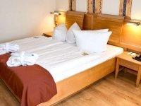 Doppelzimmer zur Landseite, Quelle: (c) Privathotels Dr. Lohbeck Seehotel Fährhaus