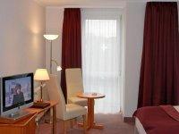 Dreibettzimmer, Quelle: (c) AKZENT Grunau Hotel