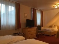 Dreibettzimmer, Quelle: (c) Flair Hotel Vier Jahreszeiten