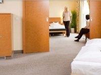 Dreibettzimmer, Quelle: (c) Best Western Premier Airporthotel Fontane BERlin
