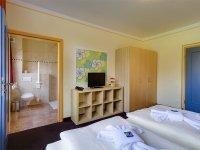 Dreibettzimmer im Nebengebäude, Quelle: (c) Hotel Schloss Nebra
