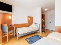 Dreibettzimmer Komfort mit Balkon, Quelle: (c) Gasthaus Ostermeier