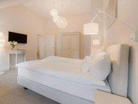 Dreibettzimmer mit Seeblick (Zimmer 4), Quelle: (c) Schloss Manowce