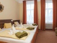 Dreibettzimmer (Standard) , Quelle: (c) Kurhotel Sevilla