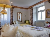 Dreibettzimmer im Schloss, Quelle: (c) Hotel Schloss Nebra