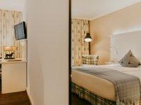 Gästezimmer mit Balkon, Quelle: (c) Hotel Drei Quellen Therme