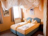 Himmelbettzimmer, Quelle: (c) Hotel-Pension Grüne Linde