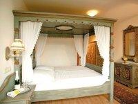 Himmelbettzimmer, Quelle: (c) Burg-Hotel