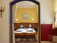 """""""Piccaso-Junior-Zimmer"""" - der blaue Salon , Quelle: (c) Biolandhaus Arche"""
