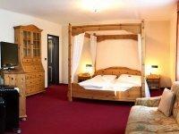 Romantikzimmer mit Himmelbett, Quelle: (c) City Hotel Antik