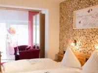 Schwarzwald Design Doppelzimmer / Ostseite mit Morgensonne, Quelle: (c) Wander- und Wellnesshotel Winterhaldenhof