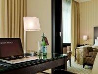 Smart Suite mit Whirlpoolwanne, Quelle: (c) Welcome Hotel Euskirchen****