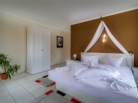 Suite mit Whirlpool & Wasserbett, Quelle: (c) Romantisches Geniesser Hotel Dübener Heide
