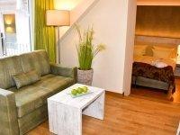 Suite zur Landseite mit Balkon, Quelle: (c) Privathotels Dr. Lohbeck Seehotel Fährhaus
