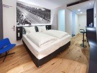 V6 Design Doppelzimmer, Quelle: (c) V8 Hotel MOTORWORLD Region Stuttgart