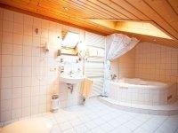 Whirlpool-Zimmer, Quelle: (c) Alpenhotel Ohlstadt