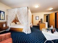 Doppelzimmer mit Himmelbett, Quelle: (c) Hotel - Restaurant Hubertus