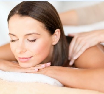 health, beauty, resort and relaxation concept - beautiful woman with closed eyes in spa salon getting massage, Quelle: (c) lev dolgachov / istockphoto